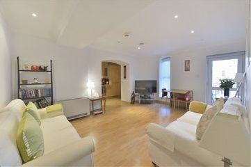 Thumbnail Flat to rent in EC4V