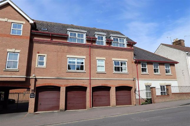Thumbnail Flat for sale in Willow House, Station Road, Linslade