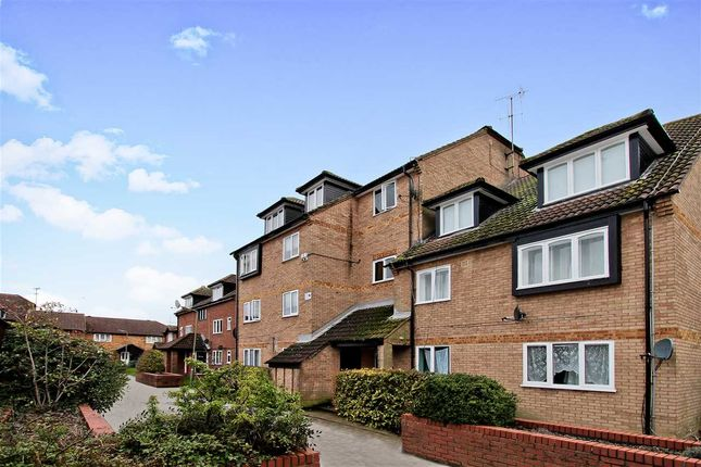 Thumbnail Flat for sale in Springwood Crescent, Edgware