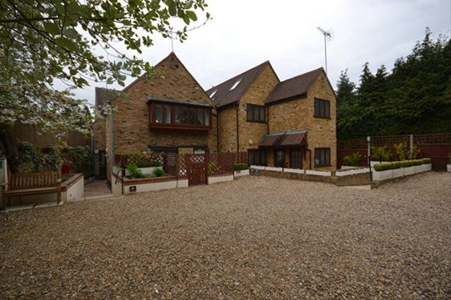 Thumbnail Flat to rent in High Street, Harpenden