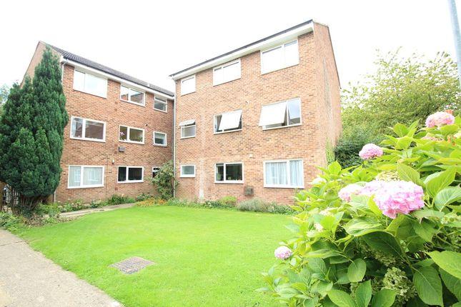 Thumbnail Flat to rent in Riverside Close, Kings Langley