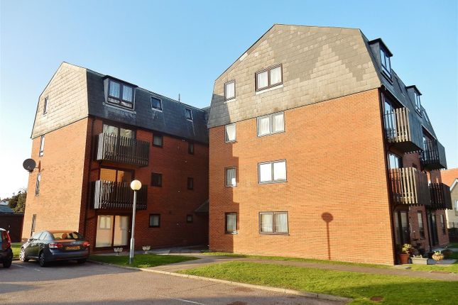 Thumbnail Flat to rent in Ambleside Court, Marine Parade East, Clacton-On-Sea