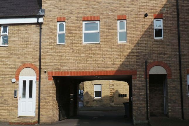 Thumbnail Flat to rent in Avenue Road, Grantham