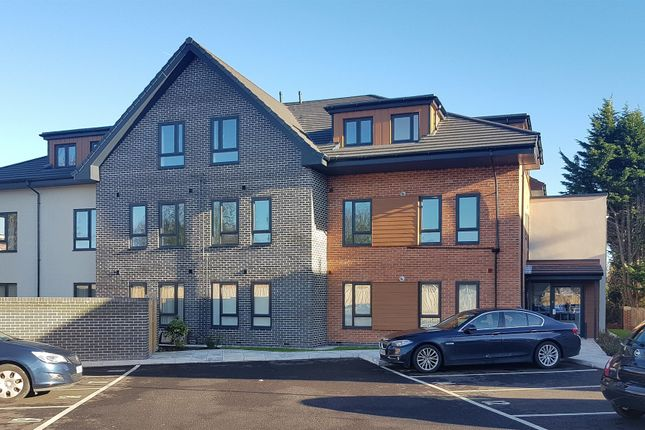 3 bedroom flat for sale in Milner Road, Heswall, Wirral