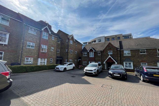 Thumbnail Flat to rent in Burleigh Gardens, Woking