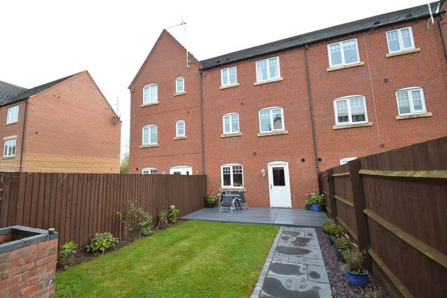 Thumbnail Terraced house for sale in Hedgerow Close, Greenlands, Redditch
