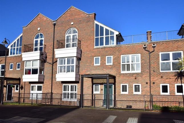 Thumbnail Town house for sale in Ingress Park Avenue, Greenhithe, Kent