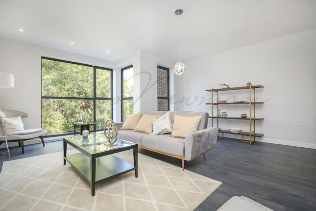 Thumbnail Town house for sale in Kings Avenue, Brixton