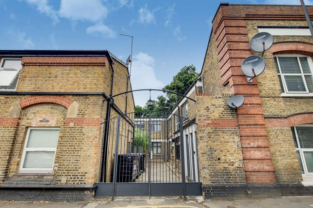 Thumbnail Flat to rent in Bowes Park, Bounds Green, London