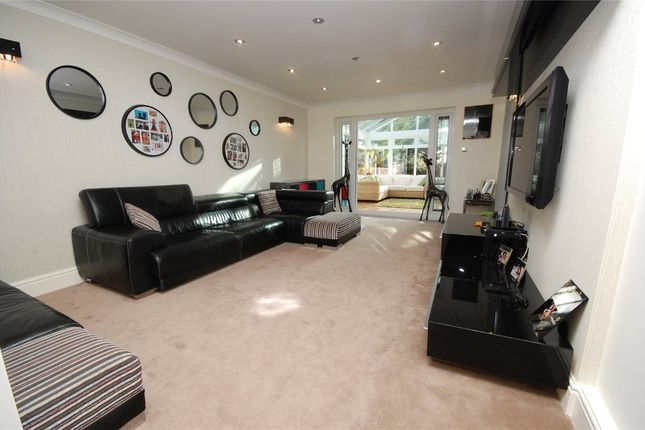 4 bed property to rent in Castle Close, Noak Hill