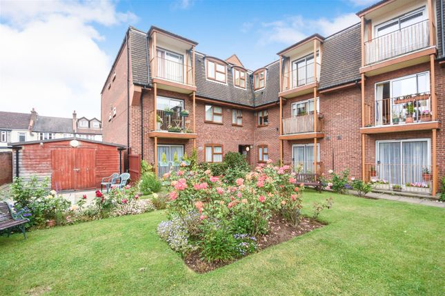 Thumbnail Flat for sale in Porchester Court, Chalkwell Park Drive, Leigh-On-Sea