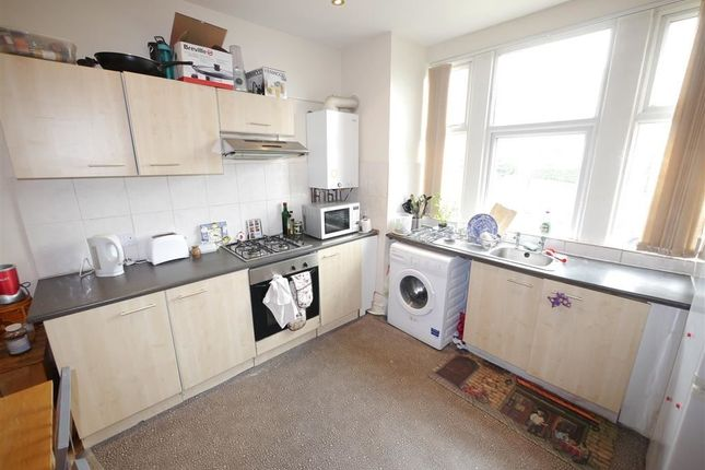 Thumbnail Flat to rent in Victoria Terrace, Leeds