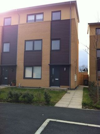 Thumbnail Town house to rent in Brackendale, Halton Brook, Runcorn