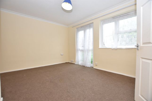 1 bed flat to rent in Chelmer Crescent, Barking