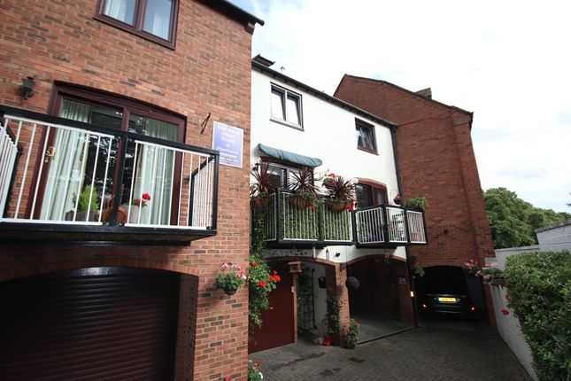 Thumbnail Town house for sale in Monks Walk, Evesham