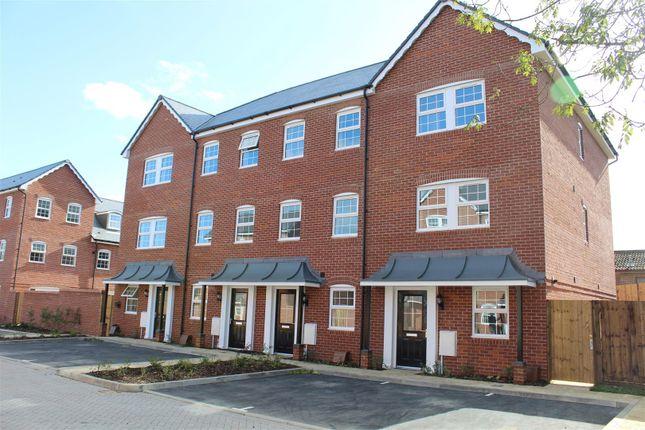 Thumbnail Flat to rent in Ashton Gardens, Eastleigh
