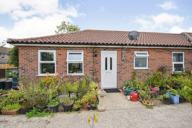 2 bed terraced bungalow for sale in Park Road, Cromer NR27