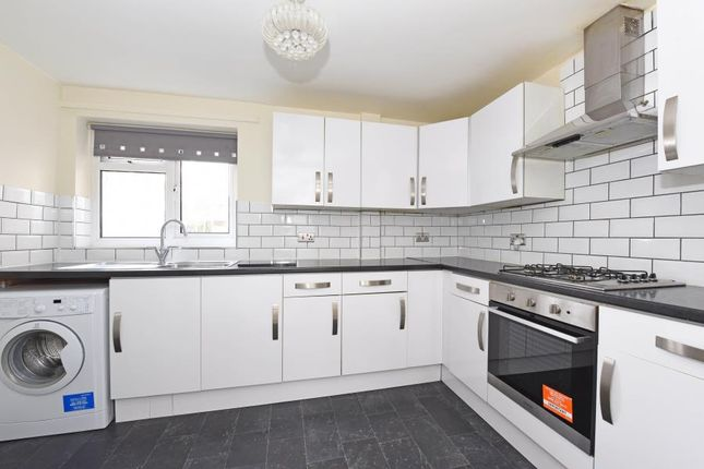 Thumbnail Flat to rent in Moor Close, Owlsmoor, Sandhurst