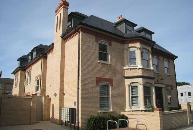 Thumbnail Flat to rent in Humberstone Road, Cambridge