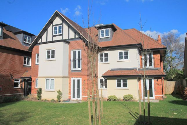 Thumbnail Flat to rent in Limpsfield Road, Warlingham