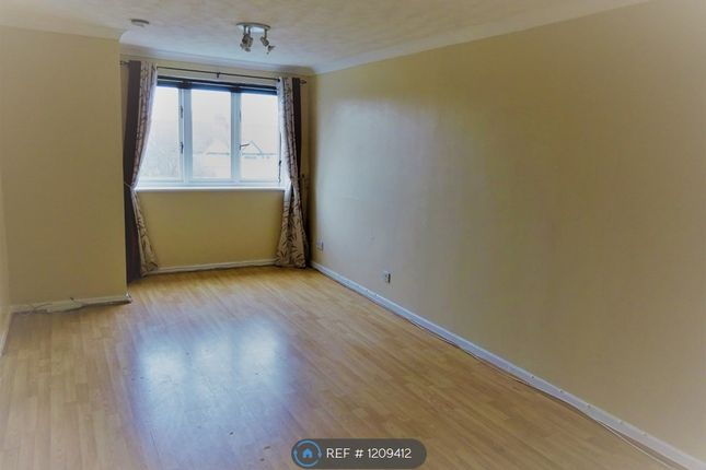 Thumbnail Flat to rent in Toby Court, London