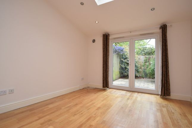 Thumbnail Flat to rent in Cornwall Avenue, Finchley Central