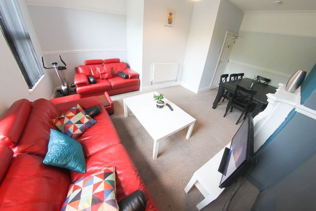 Thumbnail Shared accommodation to rent in Aigburth Road, Aigburth, Liverpool