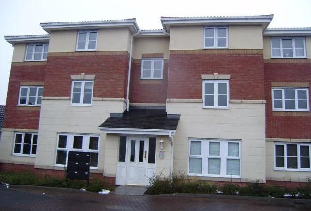 2 bed flat to rent in Monkgate Drive, West Bromwich B71