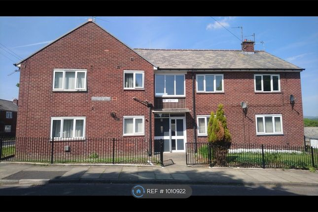 2 bed flat to rent in Whalley Road, Heywood OL10