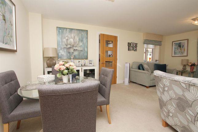 Thumbnail Flat for sale in Moorfield Road, Denham