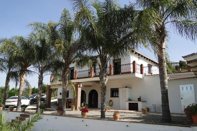 4 bed property for sale in Alhaurin El Grande, Malaga, Spain