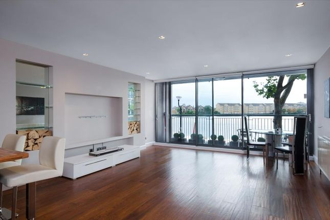 2 bed flat for sale in City Harbour, Canary Wharf
