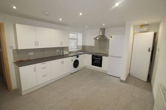 Thumbnail Flat to rent in Woodville Road, Cathays, Cardiff