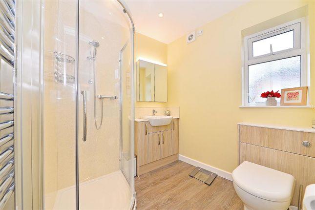 Bed Gf Shower of Daimler Road, Yardley Wood, Birmingham B14