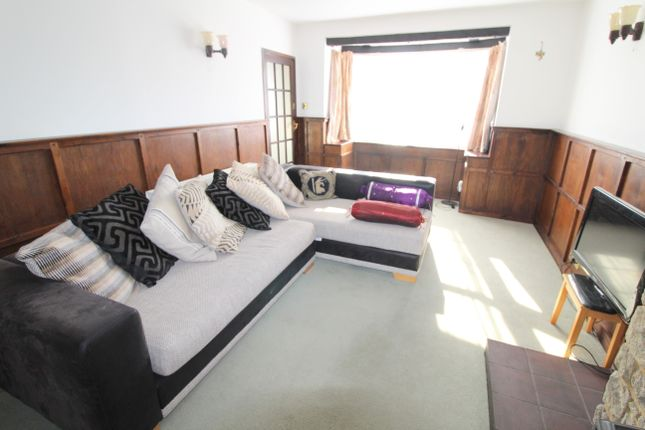 Thumbnail Detached bungalow to rent in Thorney Mill Road, Iver