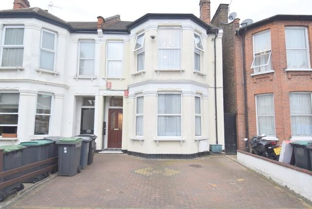 Thumbnail Flat to rent in Palmerston Road, Wood Green
