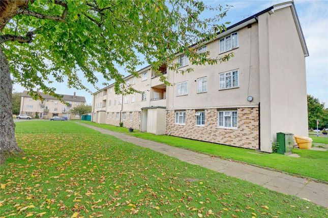 2 bed flat for sale in Morden Close, Tadworth KT20