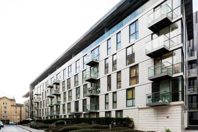 1 bed property to rent in Gowers Walk, London E1