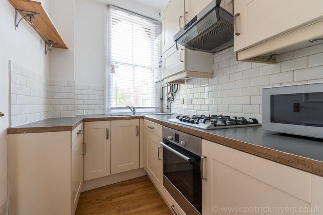 3 bed flat to rent in Dartmouth Road, Forest Hill, London SE26