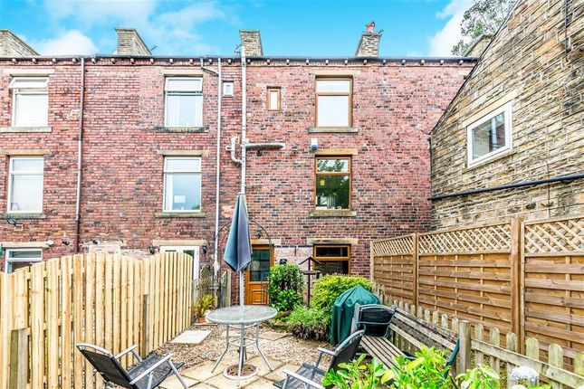 Thumbnail Terraced house to rent in Commercial Road, Skelmanthorpe, Huddersfield