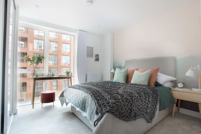 1 bedroom flat for sale in Lismore Boulevard, London