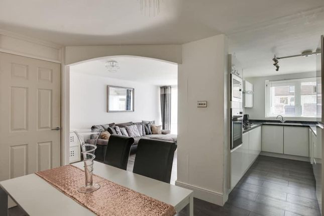 2 bed property for sale in Popham Road, London N1