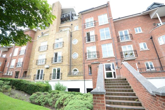 Thumbnail Flat for sale in Aveley House, Iliffe Close, Reading