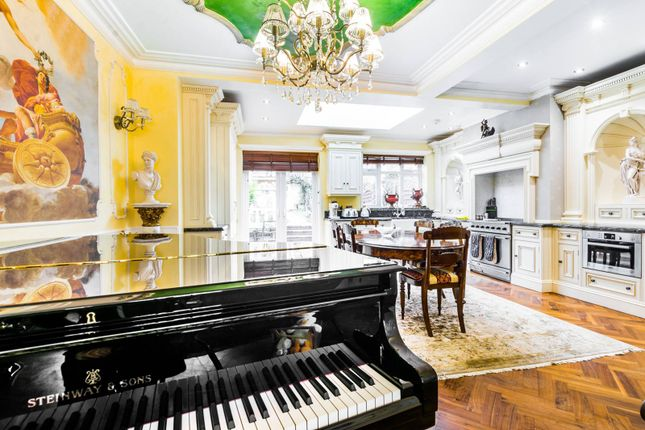 Thumbnail Property for sale in Broomfield Avenue, Palmers Green
