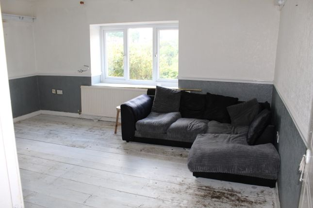 Thumbnail Flat to rent in Brithweunydd Road, Tonypandy