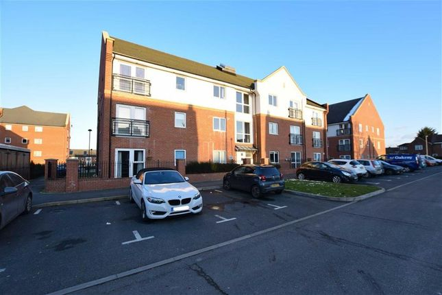 Thumbnail Flat for sale in Campbell Court, Brook Mead, Laindon, Basildon, Essex