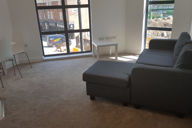 2 bed flat to rent in Chapel Street, Salford