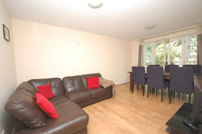 Thumbnail Flat to rent in Sherwood Gardens, Bermondsey