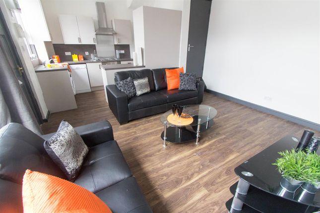 Thumbnail Property to rent in Beechwood View, Burley, Leeds