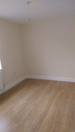 Thumbnail Flat to rent in Collier Row L N, Romford